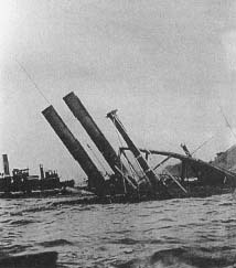 A dramatic photograph of the General Slocum sinking. (Harper's Weekly)