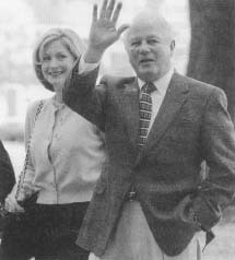 Governor Edwin Edwards and his wife Candy enter the courthouse where he was found guilty of extortion. (AP/Wide World Photos)
